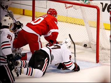 """20 мая 2013 года. Детройт. Плей-офф НХЛ. 1/4 финала. Матч № 3. """"Детройт"""" — """"Чикаго"""" — 3:1. Дрю Миллер удваивает преимущество """"Детройта"""""""