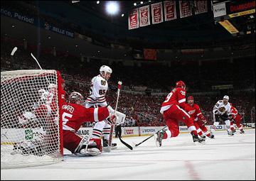 """20 мая 2013 года. Детройт. Плей-офф НХЛ. 1/4 финала. Матч № 3. """"Детройт"""" — """"Чикаго"""" — 3:1. Жарко у ворот Джимми Ховарда"""