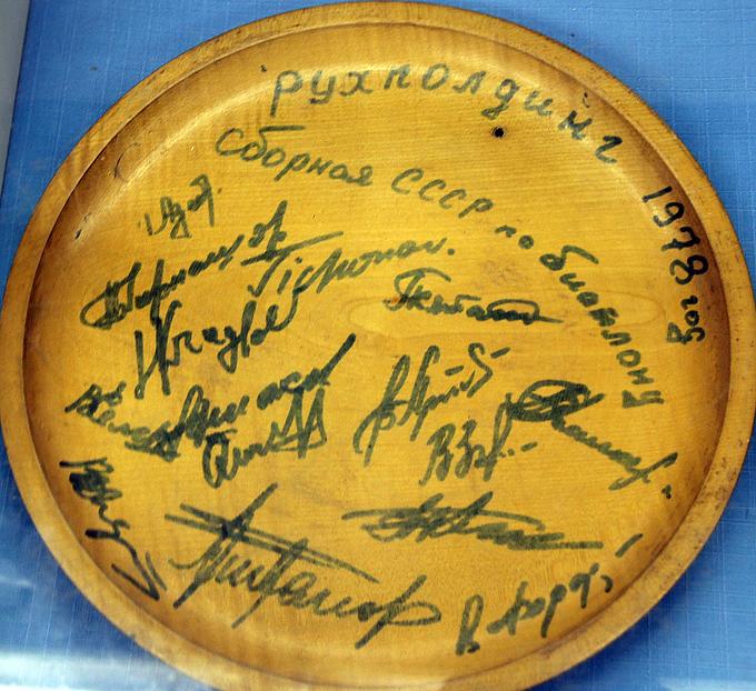 Деревянная тарелка – подарок советской команды в 1978 году