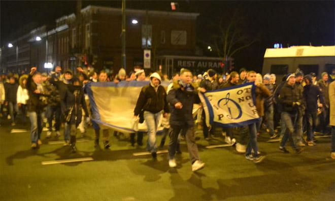 Порядка 700 человек с песнями от «Мы приехали, чтобы победить» до «Катюши» прошли маршем по центральным улицам Эйндховена