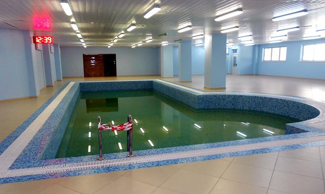 Клубный бассейн. Смена воды и чистка перед приездом команды