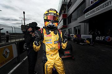 Вандорн празднует победу на Moscow Raceway
