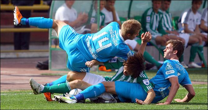 Питерские футболисты могли остановить томичей только так…