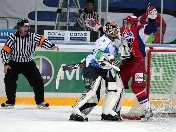 24.10.2010. КХЛ. Локомотив - Динамо Мн - 3:2. Фото 03.