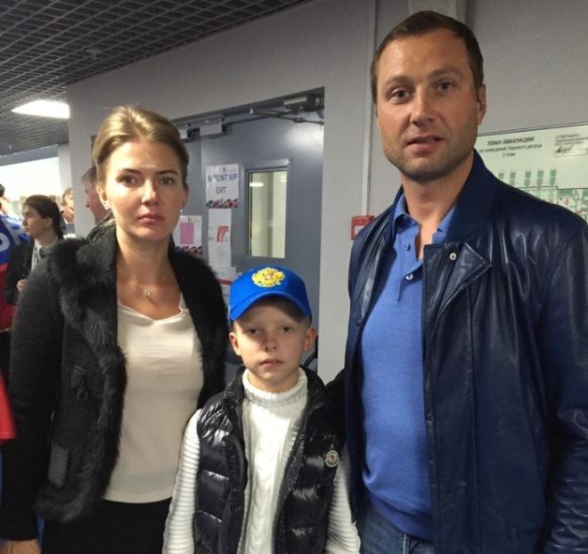 Алексей Морозов с семьёй
