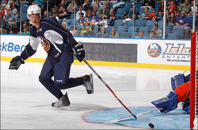 """Топовый форвард """"Айлендерс""""… Не легионер… И что, никому в КХЛ не нужен?.."""