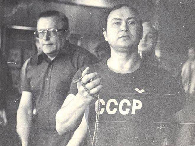 Борис Зенов (с секундомером) и Сергей Вайцеховский