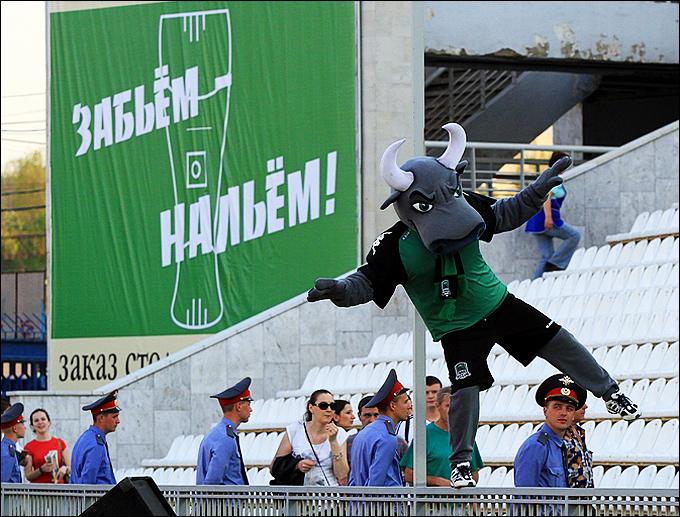 "Плакат на стадионе ""Кубань"""