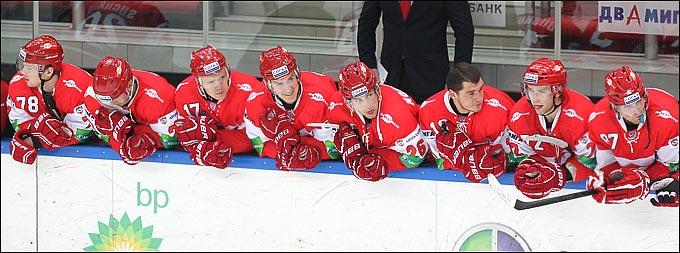 Якуб Накладал (крайний справа)