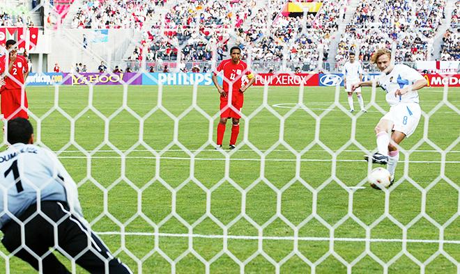Валерий Карпин забил в ворота Туниса с пенальти на ЧМ-2012