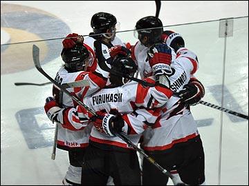 Теперь россияне проигрывают в хоккей и японцам тоже…