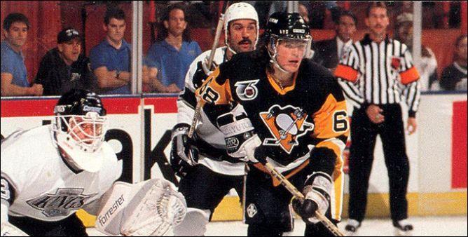 """Фрагменты сезона. 19 декабря 1990 года. Лос-Анжелес. """"Кингз"""" — """"Пингвинз"""". В атаке Яромир Ягр."""