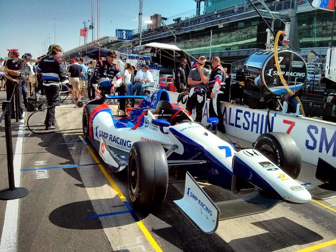 Машина Михаила Алёшина незадолго до старта гонки