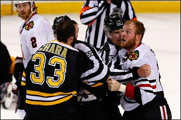 "18 июня 2013 года. Бостон. Плей-офф НХЛ. Финал. Матч № 3. ""Бостон"" — ""Чикаго"" — 2:0. Хара против Бикелла"