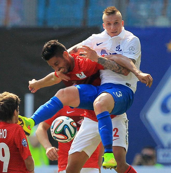 Хуан Инсаурральде в матче против «Динамо»