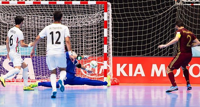 Шаяхметов забивает третий мяч в полуфинале чемпионата мира