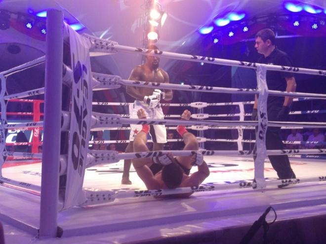 Омар Гуи побеждает Дмитрия Бикрёва