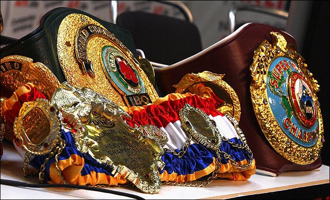 Победитель становится обладателем сразу четырёх чемпионских титулов: WBA, WBO, IBF, IBO.