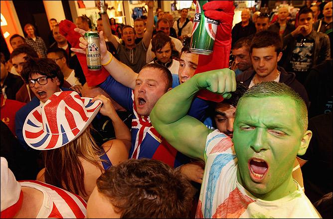 В Германии Хэя поддерживает внушительная группа футбольных фанатов сборной Англии.