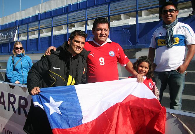 Марк Гонсалес сфотографировался с болельщиками из Чили