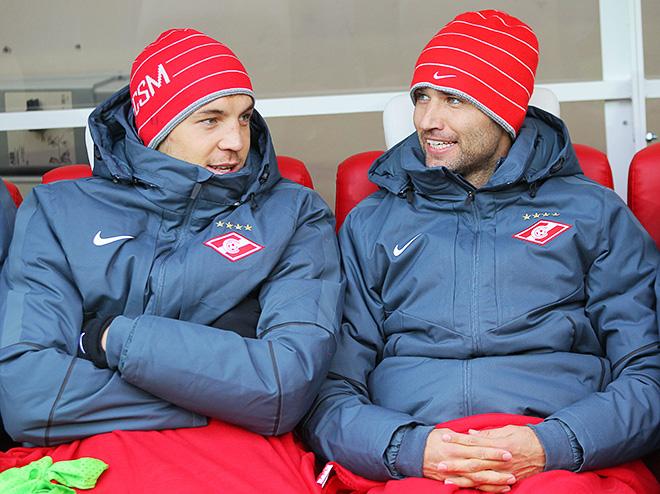 Артём Дзюба и Роман Широков на скамейке запасных