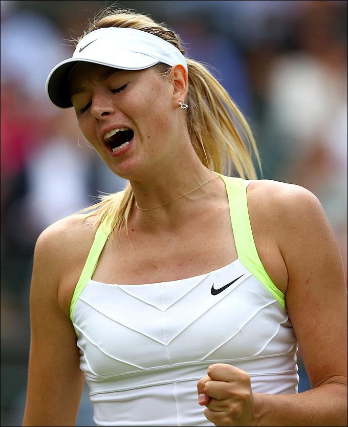 Мария Шарапова выстояла в матче с Цветаной Пиронковой.