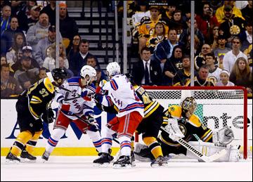 """26 мая 2013 года. Бостон. Плей-офф НХЛ. 1/4 финала. Матч № 5. """"Бостон"""" — """"Рейнджерс"""" — 3:1. Опасный момент у ворот Раска"""