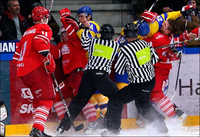 Дания — Украина — 2:0. На площадке кипели нешуточные страсти.