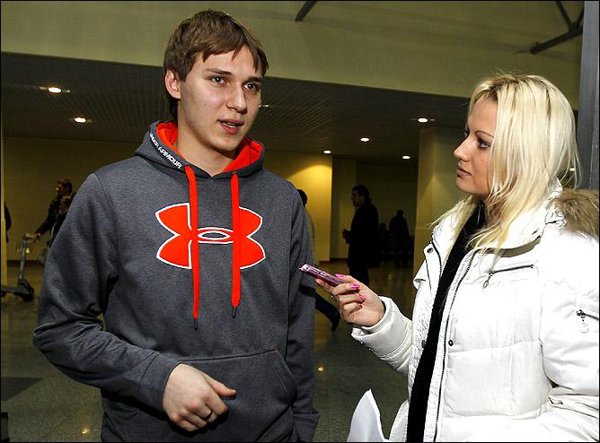 Сергей Костенко беседует с Марией Роговской