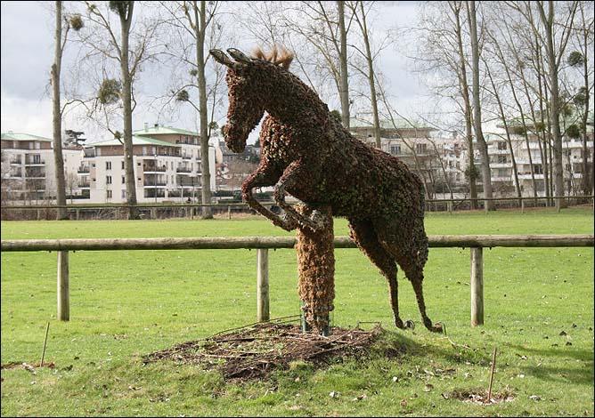 В Сен-Реми-де-Шеврёз даже лошади спешат к финишу велогонки