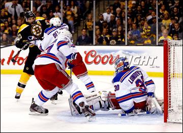 """26 мая 2013 года. Бостон. Плей-офф НХЛ. 1/4 финала. Матч № 5. """"Бостон"""" — """"Рейнджерс"""" — 3:1. Хенрик Лунквист спасает свои ворота"""