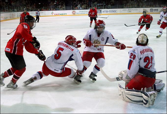Александр Печурский против сборной Канады