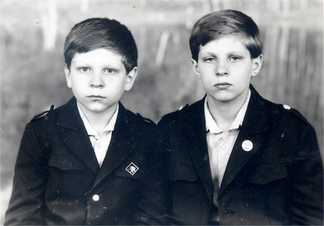 Фёдор со своим младшим братом Александром