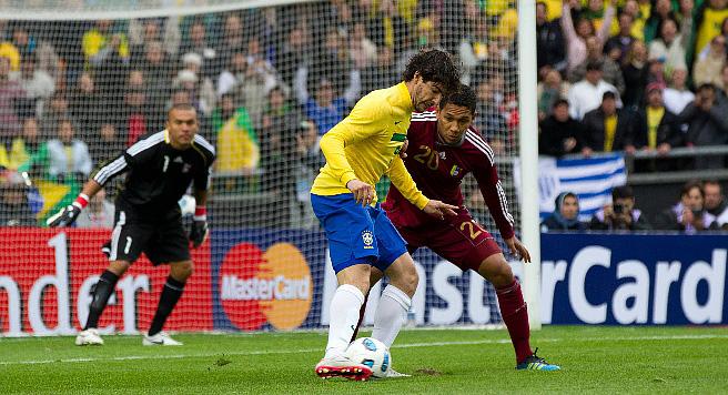 Играют Бразилия и Венесуэла