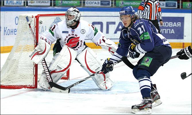 Дмитрий Лугин атакует ворота Карри Рямё