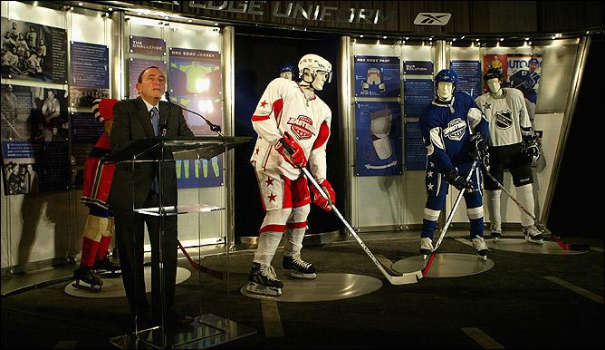… и ежегодно принимает участие приблизительно в 150 различных мероприятиях, проводимых НХЛ и под эгидой НХЛ