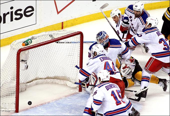 """26 мая 2013 года. Бостон. Плей-офф НХЛ. 1/4 финала. Матч № 5. """"Бостон"""" — """"Рейнджерс"""" — 3:1. Шайба """"Бостона"""", ставшая победной в матче и серии"""
