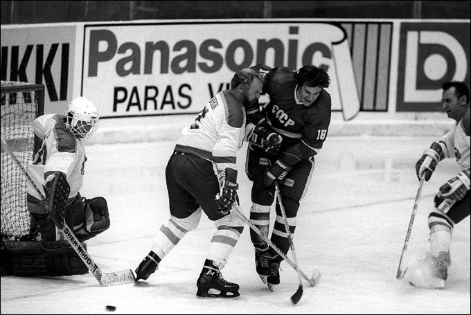 Юрий Блинов в матче ветеранских сборных СССР и Канады. 1984 год