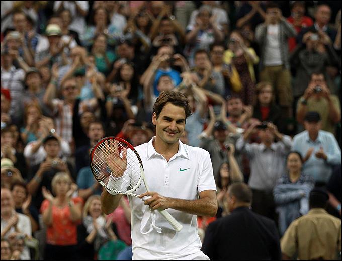 Роджер Федерер отыгрался у Жюльена Беннето с 0:2 по сетам.