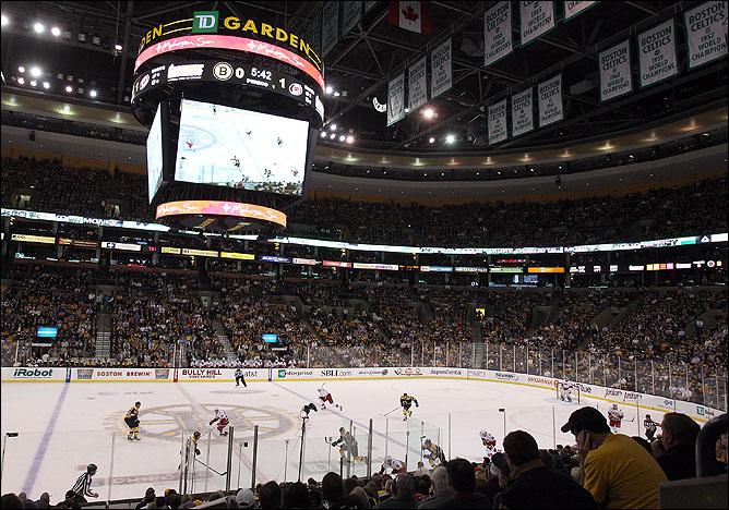 "18 октября 2011 года. Бостон. Регулярный чемпионат НХЛ. ""Бостон Брюинз"" — ""Каролина Харрикейнз"" — 1:4"