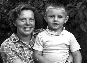 Володя Крутов с мамой