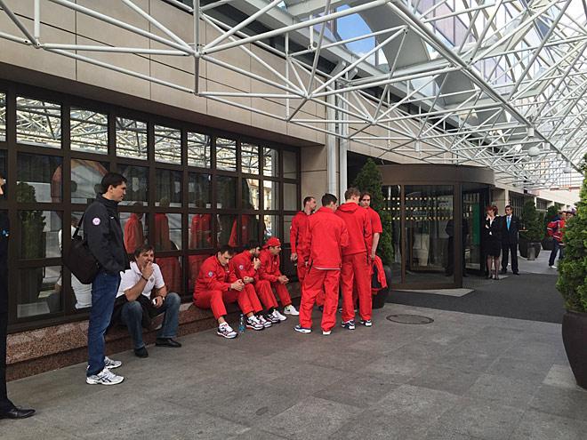 Сборная России готовится к отъезду на финальный матч