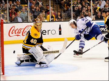 """10 мая 2013 года. Бостон. Плей-офф НХЛ. 1/8 финала. Матч № 5. """"Бостон"""" — """"Торонто"""" — 1:2. Тайлер Бозак открывает счёт в матче"""