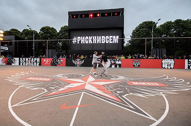 На «коробке Nike Football» идет финальная стадия соревнований под названием «Победитель остаётся»