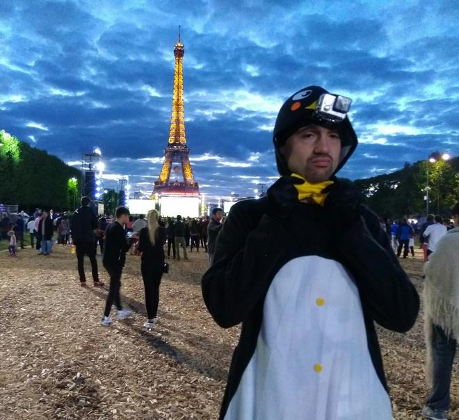 Корреспондент «Чепионата» купил в Париже костюм пингвина и окунулся в кутеж футбольных болельщиков