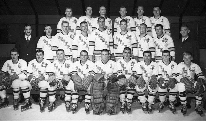 Херб Брукс (крайний слева № 9) и Олимпийская сборная США 1960 года