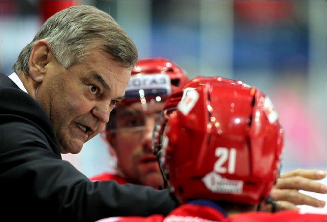 """""""Хоккеисты – мои дети"""", — говорит пан Владимир. Хотя после некоторых матчей ему наверняка хотелось стать детоубийцей."""