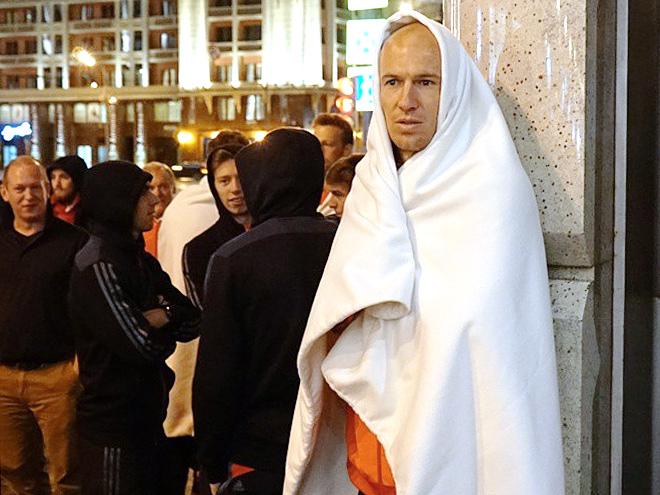 Арьена Роббена и его партнёров эвакуировали из отеля