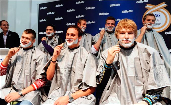 Семь пловцов, в числе которых и Андрей Говоров, приняли участие в сессии церемониального бритья