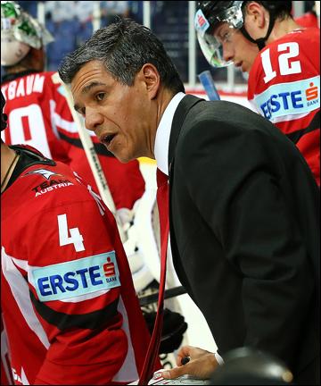 Главный тренер сборной Австрии Мэнни Вивайрос